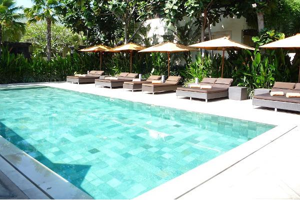 Mantenimiento piscina Azul Reformas